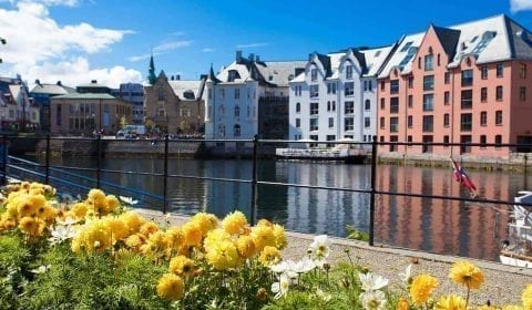 Art Nouveau Museum in the background of the Brosund canal in Ålesund