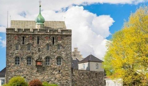 Edificio renacentista de la Torre Rosenkrantz y Håkonshallen, fortaleza medieval de Bergenhus en Bergen, Noruega