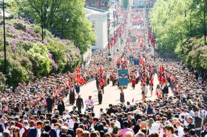 A view of a large crowd watching the Syttende Mai parade in Oslo, Norway pre-pandemic.