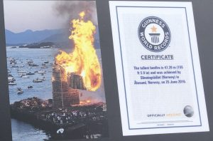 a photo of the Guinness World Records certificate that is posted at the site of Slinningsbålet