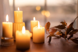 Koselig setting with candles and fall foliage
